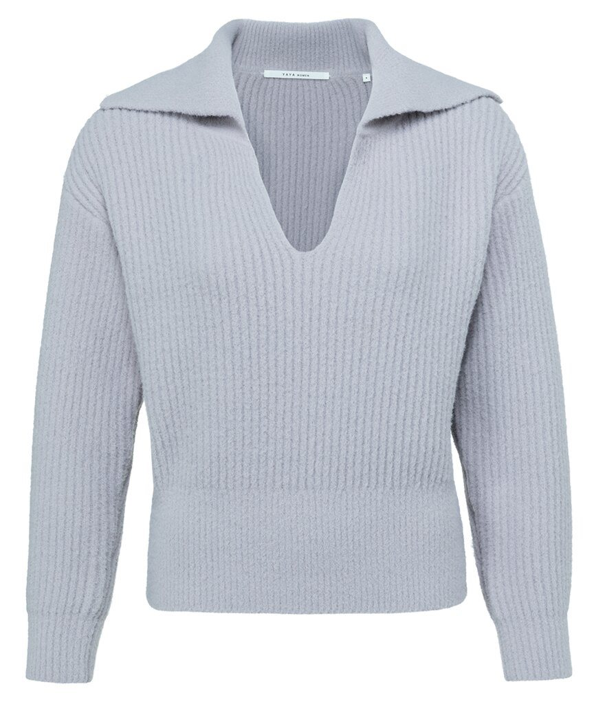 Sweater with long sleeves